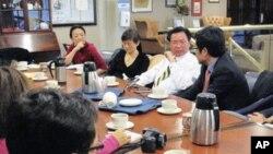 吴钊燮与华文媒体谈台总统选举