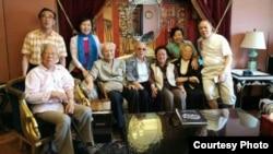 中共自由派元老何方(前左一) 9月23日与李锐、杜导正等人聚会 (苹果日报图片)