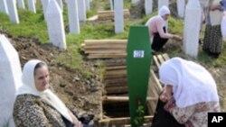 Muslims mourn at the graves for victims of the Srebrenica massacre in Potocari, Bosnia (FILE).