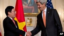 El anuncio se produjo después de la reunión entre el secretario de Estado de EE.UU., John Kerry, y el viceprimer ministro vietnamita Pham Binh Minh.