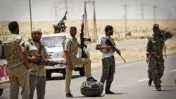 ادامه درگیری ها میان نیروهای مخالف دولت لیبی و حامیان قذافی در بریقه
