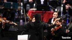 نزهت امیری رهبر ارکستر