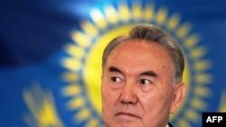 Tổng thống Kazakhstan Nursultan Nazarbayev quyết định tổ chức một cuộc bầu cử tổng thống đột xuất vào ngày 3 tháng 4