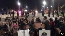 Rakyat AS Protes dan Berduka