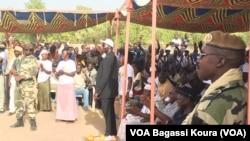 La sécurité est bien visible lors de cette campagne, comme ici lors du meeting du maire de Moundou Laoukein Kourayo Médard à la place Fest Africa, N'djamena, 6 avril 2016
