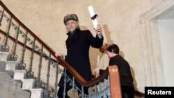 Bob Geldof arrives to return his 'Freedom of the City of Dublin' award, after saying he could not continue to hold the honor with Myanmar leader Aung San Suu Kyi, in Dublin, Ireland, Nov. 13, 2107.