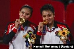 Ganda putri Greysia Polii dari dan Apriyani Rahayu berhasil meraih medali emas bulutangkis nomor ganda putri di Olimpiade Tokyo 2020 (Foto: REUTERS) Momen berkumandangnya lagu Indonesia Raya di Olimpiade menggetarkan mereka yang masih mempunyai ikatan dengan Indonesia, termasuk diaspora Indonesia di mana saja.