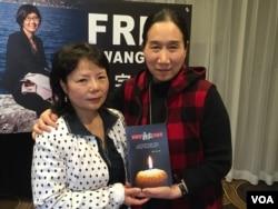中国妇权创始人张菁(左)和《被国策处决的胎儿》作者依娃(美国之音方冰拍摄)