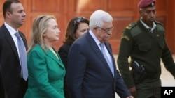 21일 서안지구의 라말라에서 마무드 아바스 팔레스타인 대통령을 만난 힐러리 클린턴 미국 국무장관.