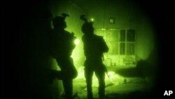 رپوټ: افغانستان کې پر کورونو د شپې لخوا چپاوونه زیات شوي