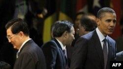 روسای جمهوری آمريکا و چين، باراک اوباما (سمت راست عکس) و هوجين تائو (سمت چپ عکس)، در نشست امنيت اتمی سئول (۲۷مارس ۲۰۱۲)