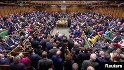 영국 런던 의회에서 3일 유럽연합(EU) 탈퇴 브렉시트 연기 법안을 표결하고 있다.
