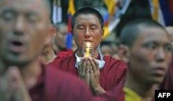 Ayrim buddistlar bosimga bardosh bera olmayapti