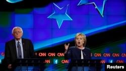 Vermont ျပည္နယ္ အထက္လႊတ္ေတာ္အမတ္ Bernie Sanders နဲ႔ ႏိုင္ငံျခားေရး ၀န္ႀကီးေဟာင္း ဟီလာရီ ကလင္တန္