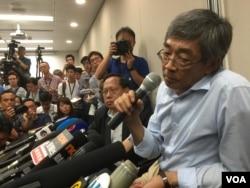 銅鑼灣書店店長林榮基在記者會上稱,去年10月在深圳被公安扣押,之後乘動車被帶到了寧波。