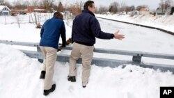 Guverner Njujorka Endrju Kuomo i gradonačelnik Bafala Bajron Braun procenjuju pričinjenu štetu
