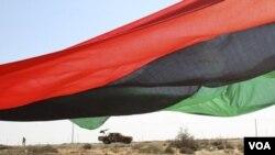 Los combatientes anti-Gadhafi siguen llegando a Sirte y Bani Walid para reforzar la ofensiva.