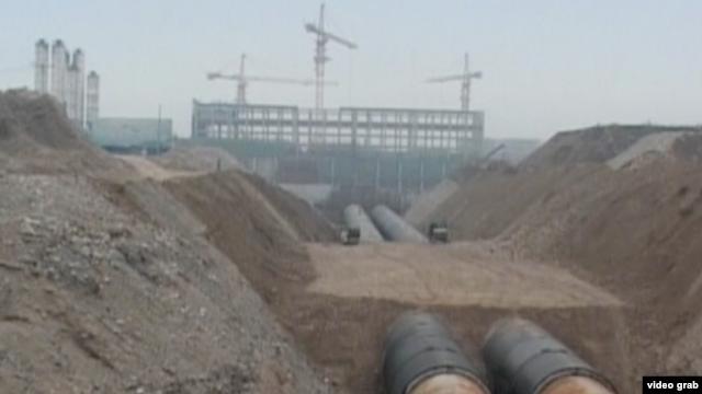 耗资巨大的南水北调工程一直争议不断,媒体称其经济成本远超预算。(VOA视频截图)