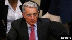 El senador y expresidente de Colombia, Alvaro Uribe, hizo sus protestas ante una plenaria del Congreso en Bogotá.