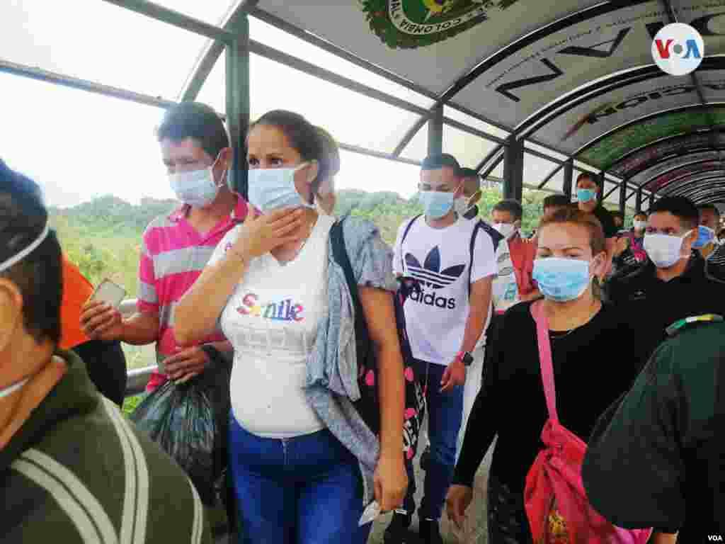 El uso del tapabocas se convirtió en una condición obligatoria para las personas que cruzan la frontera entre Venezuela y Colombia.