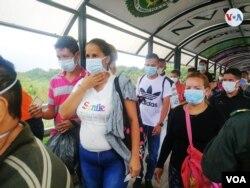 Las autoridades colombianas realizaron actividades de prevención en la frontera colombo-venezolana contra el COVID-19. Foto: Heider Logatto/VOA.