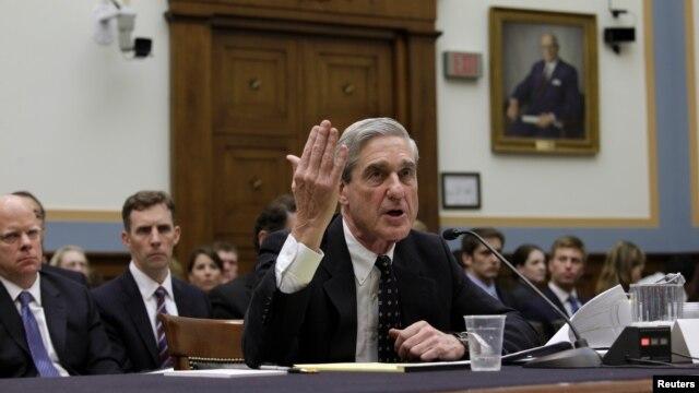 Giám đốc FBI Robert Mueller điều trần trước Ủy ban Tư pháp Hạ viện hôm 13/6/2013 về chương trình theo dõi PRISM bị tiết lộ.