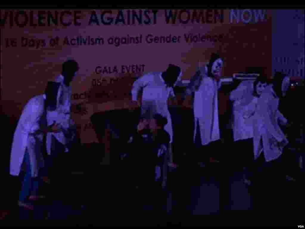 پاکستان میں خواتین کو جنس کی بنیادوں پر تشدد کا نشانہ بنانا امتیازی سلوک عام ہے