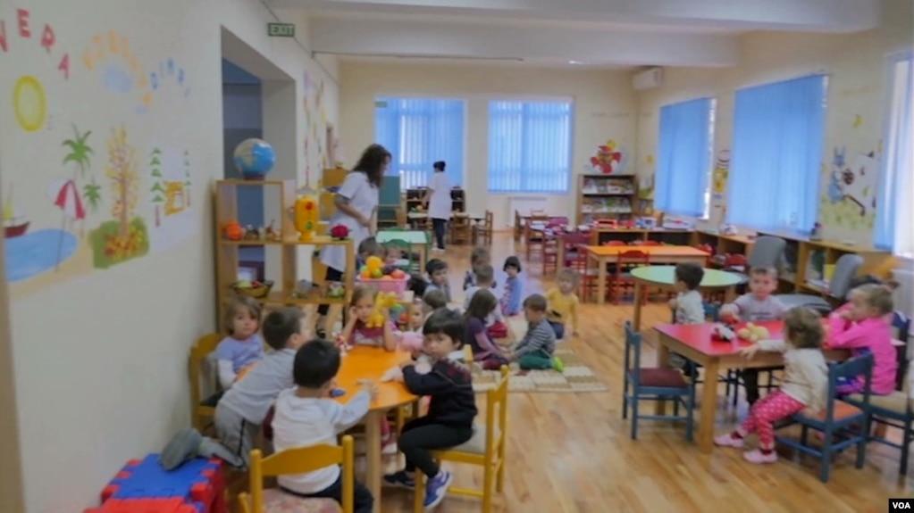 Kushtet në kopshtet e mbipopulluara të fëmijëve në Tiranë