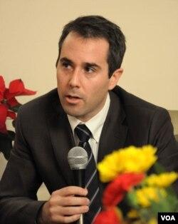 Phó Trợ lý Ngoại trưởng Mỹ Daniel Baer bày tỏ quan ngại trước Tiểu ban Ngoại giao Thượng viện Mỹ về tình hình tự do tôn giáo, tự do ngôn luận, và tự do thông tin đang xuống dốc tại Việt Nam