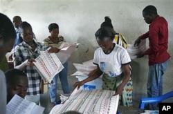 Des agents électoraux à l'oeuvre dans la commune de Bandal, à Kinshasa