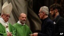 Đức Giáo Hoàng Phanxicô cử hành Thánh lễ cho tù nhân tại Đền Thánh Phê-rô, Vatican, 6/11/2016.