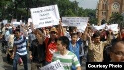 베트남 시민들이 반중국 시위에 나서고 있다