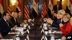 Джон Керри на встрече с представителями египетской оппозиции. Каир, Египет. 2 марта 2013 года