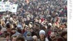 تجمع اعتراضیِ صدها تَن از کارگرانِ يکی از پالايشگاه های نفت فرانسه