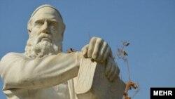 تندیس حکیم عمر خیام، شاعر، ریاضی دان، ستاره شناس و فیلسوف ایرانی قرن پنجم هجری در نیشابور