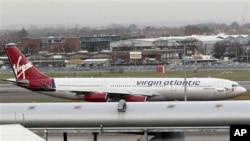 ຍົນຂອງບໍລິສັດ Virgin Atlantic ຈອດຢູ່ສະໜາມບິນ Heathrow ທີ່ກອງທຶນສໍາລັບການລົງທຶນຂອງລັດຖະບານຈີນຊື້ເອົາ 10% ຂອງຮຸ້ນສະໜາມບິນດັ່ງກ່າວ.
