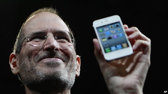 Apple CEO Steve Jobs holds the new iPhone 4 during the Apple Worldwide Developers Conference in San Francisco, California, June 7, 2010