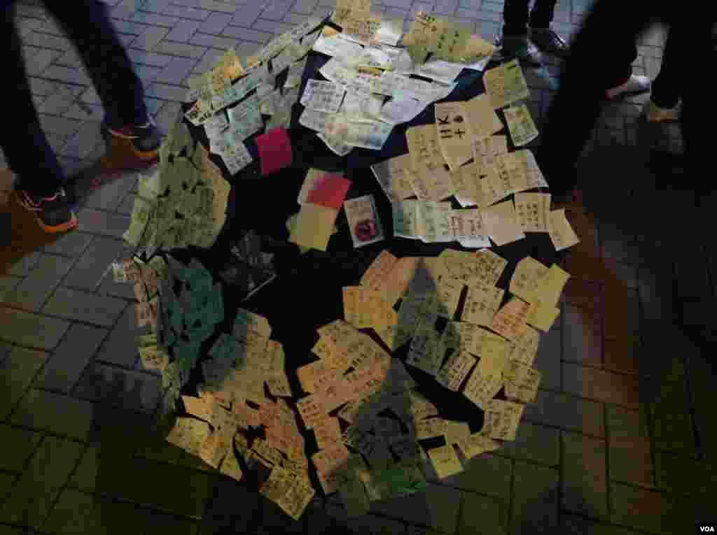 数以千计市民学生周日继续坚守金钟占领区(美国之音海彦拍摄)