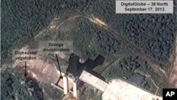 約翰.霍普金斯大學的美韓研究所9月17日提供的最新照片顯示北韓在西海衛星發射場﹐專家相信火箭發動機已經過測試設施。