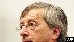 Thủ tướng Luxembourg Jean Claude Juncker, người đứng đầu các bộ trưởng tài chánh EU, tin Hy Lạp đang đi đúng hướng