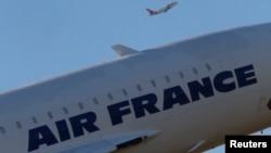 Sebuah pesawat milik maskapai penerbangan Air France lepas landas bandara internasional Charles de Gaulle di Roissy, dekat Paris (Foto: dok).