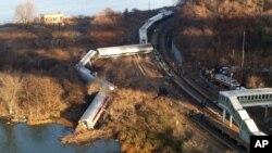 뉴욕 메트로노스 열차가 1일 오전 7시20분경 허드슨강변 철로에서 탈선했다.