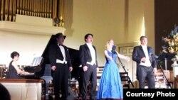 지난 28일 버지니아 주 '트루로 성공회' 교회가 주최한 북한 인권 음악회에서 '솔트 오페라 앙상블' 음악가들이 열창하고 있다.