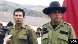 Antauro Humala (a la derecha) quiere mantener al margen del caso a su hermano Ollanta Humala, argumentando que el tema le incumbe al ministro de Justicia, Juan Jiménez.