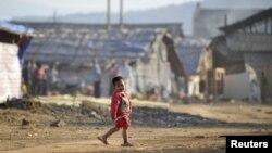 지난 2월 중국 남서부 위난성 롱츠완 버마 난민촌의 어린이. (자료사진)