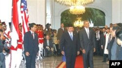 Tổng thống Mỹ Barack Obama, phải, và Tổng thống Indonesia Susilo Bambang Yudhoyono tại dinh thự Merdeka ở Jakarta, Indonesia, 09/11/2010