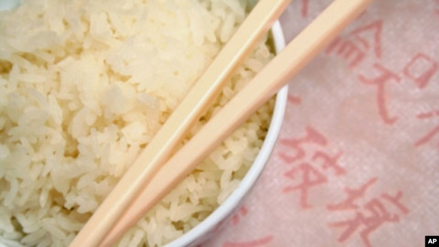 Harvard researchers found that white rice consumption increases the risk of Type 2 diabetes while brown rice consumption actually reduces the risk.