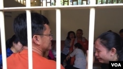 Mr. Ny Chakrya, National Election Committee officer was at Supreme Court after hearing the verdict on November 30, 2016. (Kann Vicheika/VOA Khmer)
