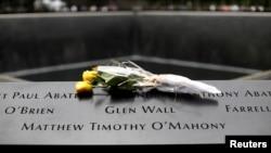 Salah satu sudut kolam refleksi di tugu peringatan peristiwa 11 September, Ground Zero, New York, AS, 10 September 2019. (REUTERS/Mike Segar)