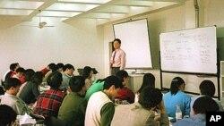 设于上海的中欧国际商学院学生正在上课,类似这样由美国和欧洲人管理的商业学校在中国越来越多(资料照)